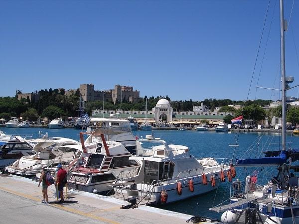 badplaatsen-rhodos-stad-vakantie