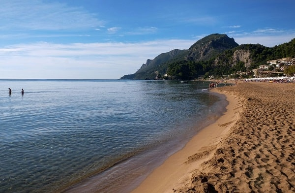 glyfada-strand-corfu-mooi-vakantie
