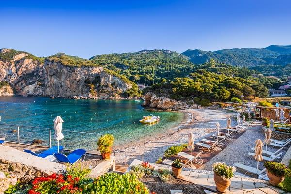 paleokastritsa-corfu-mooie-badplaats-vakantie