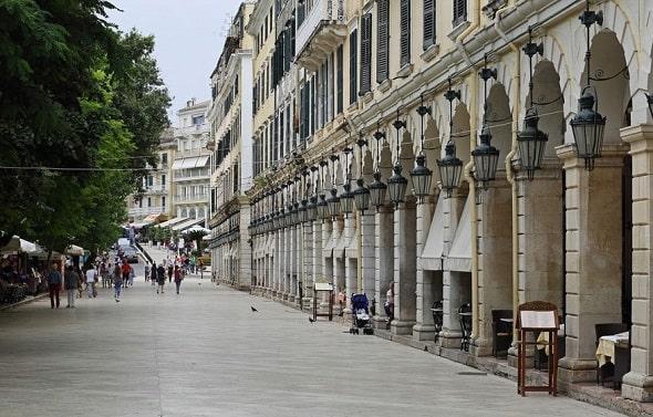 corfu-stad-kerkyra-uitgaan-centrum-hotel