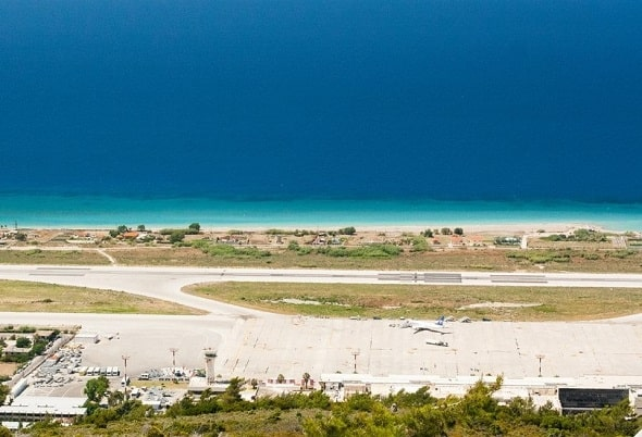 vliegveld-rhodos-griekenland-vakantie